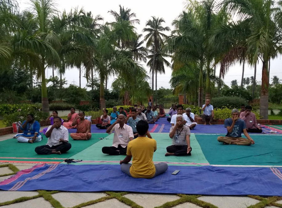 people are doing heartfulness yoga